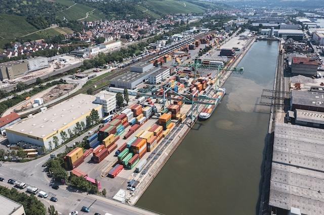 De scheepvaart zal in eerste instantie niet profiteren van de grotere overslagcapaciteit, het spoorvervoer wel. (Foto DP)