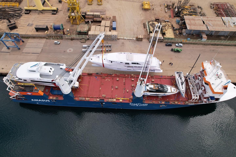 De Eemslift Hendrika heeft na 7 maanden het jachttransport weer opgepakt. (Foto LinkedIn Starclass Yacht Transport)