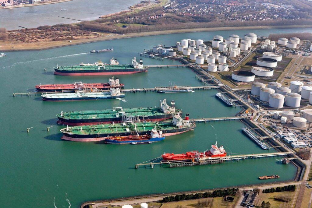 Ter illustratie. De Vopak terminal in de haven van Rotterdam. (Foto Port of Rotterdam)