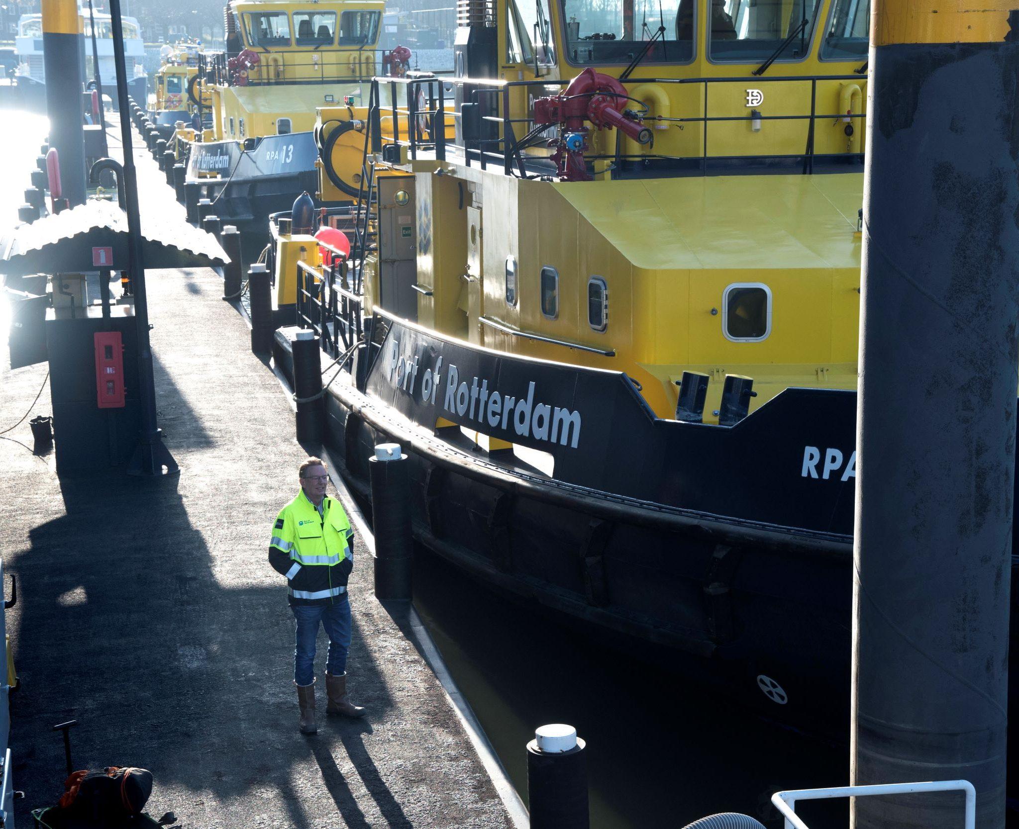 Het Havenbedrijf wil een signaal aan de binnenvaart gegeven. (Foto Ries van Wendel de Joode)